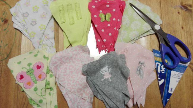【簡単リメイク】サイズアウトした子供服が捨てられない!簡単ガーランドの作り方