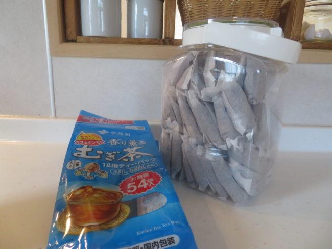我が家の麦茶パック収納。保存容器に迷ったらフレッシュロックの2.7Lサイズがおすすめ