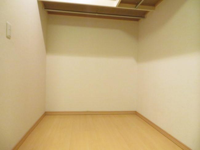【DIY】クローゼットの壁をDIY!初心者でもできる!!劇的ビフォーアフター