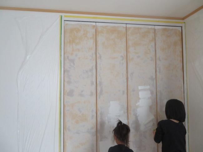 クローゼットの扉をペンキ塗り!建具のペイントにチャレンジしてみました~ペイント編~