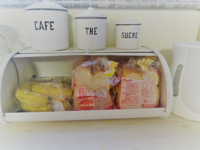 キッチンカウンター上のごちゃごちゃを隠したい!大容量ブレッドケースが大活躍♡