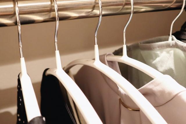 【洋服整理】クローゼットを片づけたいけど時間がない人向けの片づけ術3選