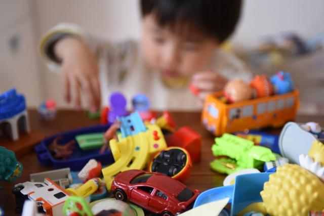 【おもちゃの片づけ】こどもが「片づけって楽しいじゃん!」と進んで片づけるようになる方法